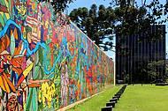 Painel no Centro Cívico de Curitiba faz parte do roteiro