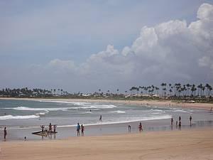 Itacimirim: Praia que dá nome à vila é extensa salpicada de coqueiros -