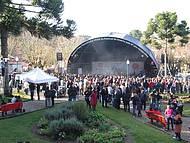 Música toma conta de praças, jardins e até de igrejas