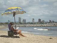 Calma, praia Alegre é perfeita para famílias e esportes náuticos