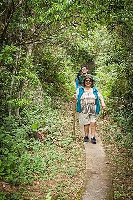 Minha mãe de 78 anos na trilha