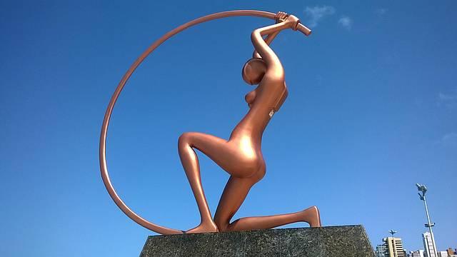 C�u maravilhoso, escultura magn�fica