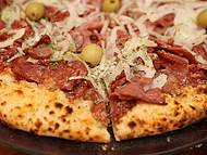 Pizza de calabresa, mucho boa!