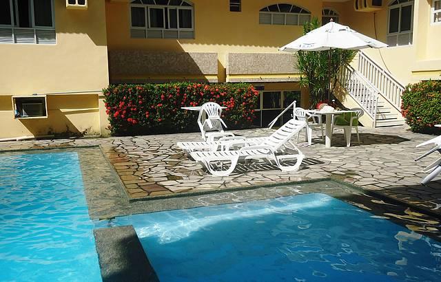 A piscina para adultos tem até 1,90 m de profundidade