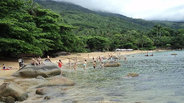 Belíssima praia de águas tranquilas.