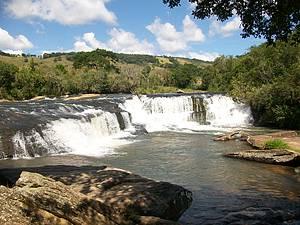 Cachoeira do Ita�na: Uma das mais belas da regi�o<br>