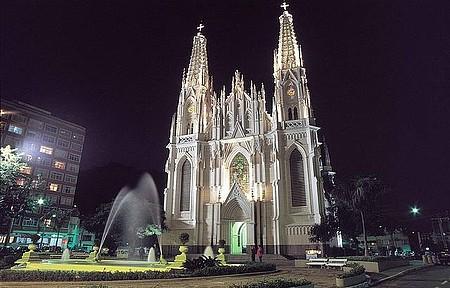 Cidade Alta - Construção impressiona pelo estilo gótico