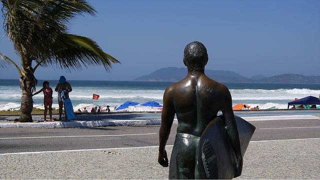 Estatua do Surfista Vitor Ribas