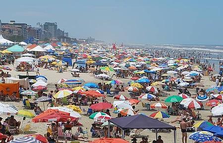 Beira mar - Movimento é intenso na alta temporada