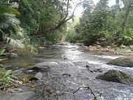 Rio ao lado do camping
