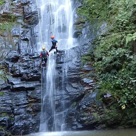 Antares - Bela queda forma piscina natural