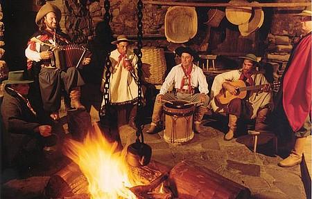 Fogo de chão - Churrasco, fogueira e música para enfrentar o frio