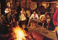 Churrasco, fogueira e música para enfrentar o frio