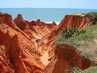 É Desses Morros Que São Feitas as Garrafimnhas Decoradas do Ceará.