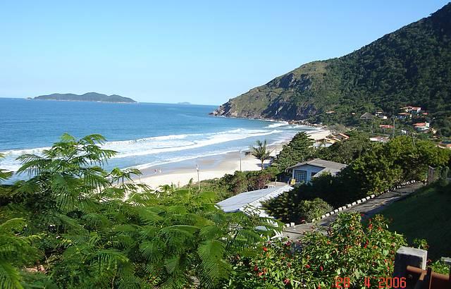 Também conhecida como Praia do Rio das Pacas
