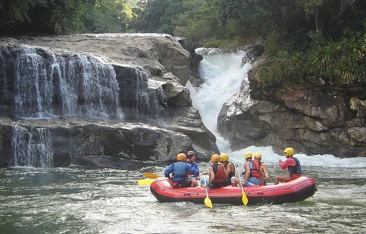 Corredeiras do rio Macaé garantem emoção ao rafting
