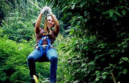 Adrenalina garantida na tirolesa