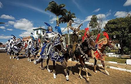 Festa do Divino - Festa colore as ruas históricas da cidade