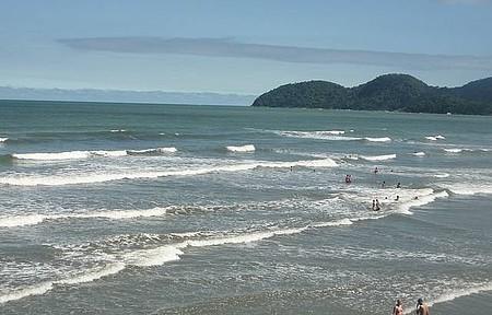 Guaraú - Praia é uma das mais movimentadas, com boas ondas