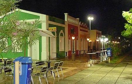 Centro da cidade - Vários restaurantes, mas a maioria fechado devido a chuva.
