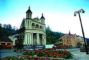 Santuário de Azambuja: Cartão-postal tem torres de 40 metros e belo interior -