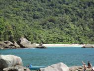 Vista da Piscina Natural do Cachadaço para a Praia do Cachadaço.