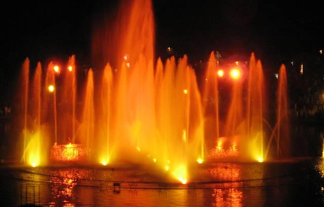 Lago com luzes e cores. Espet�culo realizado no Lago Joaquina Bier.