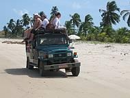 Passeio de jeep na praia do Carro Quebrado