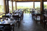 Do restaurante, vista para mata e montanhas