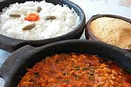 Delícia típica é preparada em panela de barro