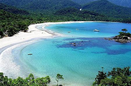 Praia é uma das mais exclusivas da ilha