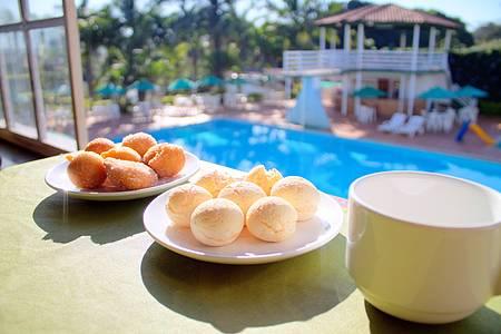 Hotel Fazenda Vale Amanhecer - Pão de Queijo e Cozinha na beira da piscina