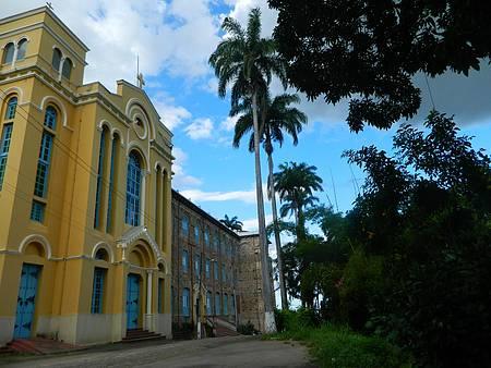 Mosteiro dos Jesuítas - Fachada imensa dá as boas vindas