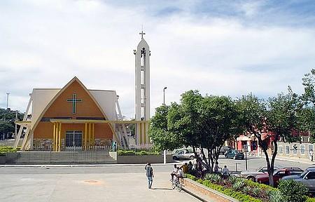 Esmeraldas - Igreja da praça principal