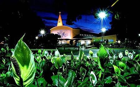 Praça Santa Rita - Vista parcial do Santuário da Padroeira da cidade. Santa Rita.