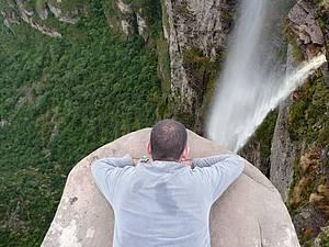 Apreciar a cachoeira da Fuma�a