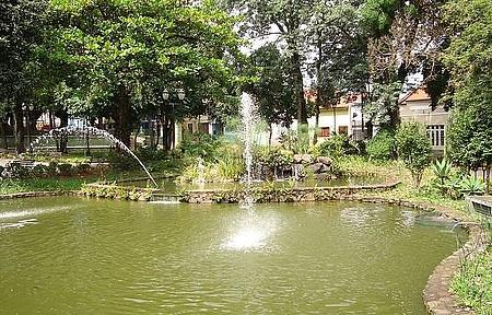 Praça Centro Amparo - Uma Bela Praça com Chafarizes.