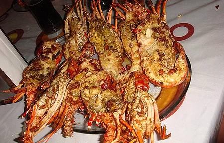 Restaurante no ponto de apoio dos bugueiros - Lagosta ao alho e óleo pra 3 pessoas por R$ 30! Uma delícia!