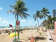 Uma bela praia, pena que tem tubarões