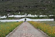 Cemitério Bizantino pode ser apreciado da estrada