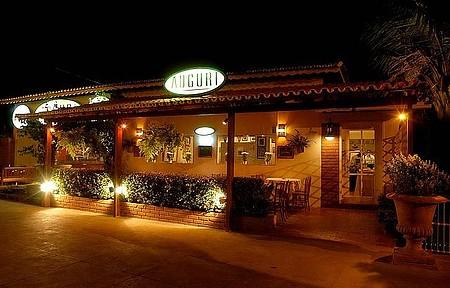 Restaurante Auguri ao anoitecer