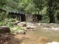 Visão de dentro do parque onde fica a cachoeira