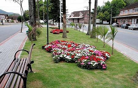 Testo Rega - - Praça Zastrow - Comercial Haut e Casa do Agricultor