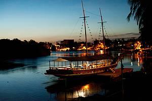 Passear de barco pelo rio Jucuruçu