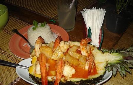 Camarão ao Curry com molho de Abacaxi