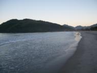 Lindo entardecer nessa bela praia de Ubatuba.