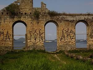 Marcas do passado: Ruínas do Armazem de Erva Mate<br>