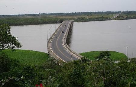 Ponte Prefeito Laercio Ribeiro (Iguape-Ilha Comprida) - Foto tirada a partir do Cristo de Iguape.