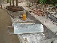 Casa de Farinha - Tucupi (líquido amarelo extraído da raiz da mandioca)