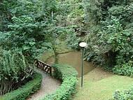 Jardim em frente a casinha